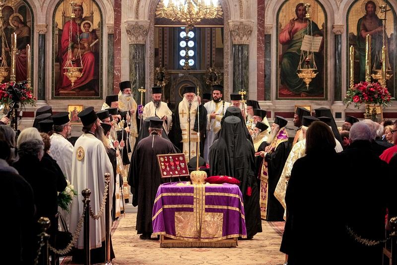 Η ταφή του Μητροπολίτη Αχελώου κυρού Ευθυμίου στο Αγρίνιο