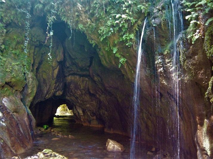 Εικόνες σπάνιας ομορφιάς στο σπήλαιο «Θεοτικό» στον Δρυμώνα Θέρμου