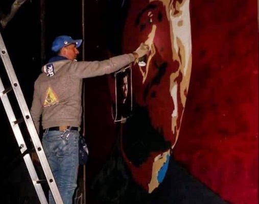 Γκράφιτι στο Μεσολόγγι της φιγούρας του πατρός Αντωνίου