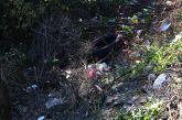 Σκουπιδότοπος πέριξ του δρόμου που οδηγεί στη Νέα Αβώρανη