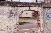 Ο τοίχος του ΔΑΚ Αγρινίου είναι αυτό που λέμε «τρύπα στον αστικό ιστό»!