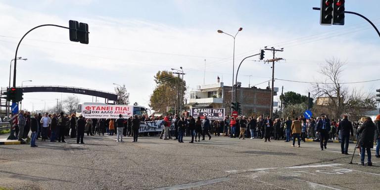 Πάτρα: Συμβολικός αποκλεισμός της εθνικής μετά τον θάνατο δύο εκπαιδευτικών σε τροχαίο