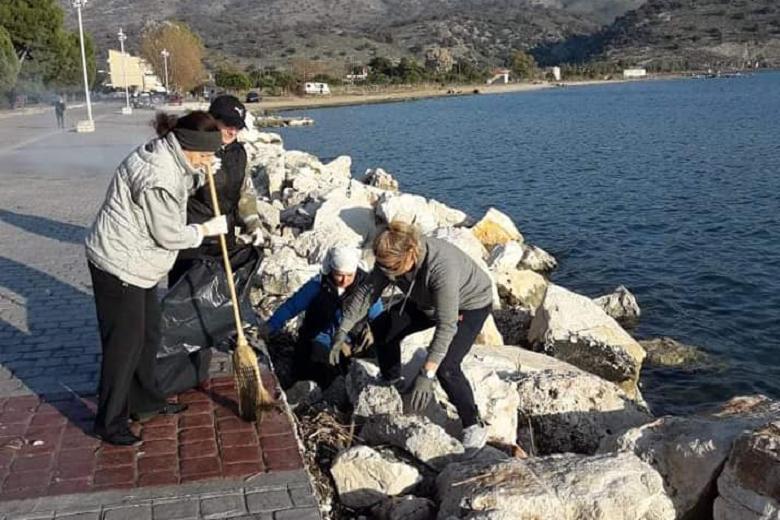 Δράση της εθελοντικής ομάδας Αστακού με καθαρισμό στην παραλία