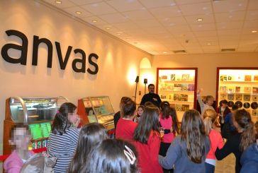 """Έκθεση «CANVAS"""" στο Αγρίνιο: Τα παιδιά γνωρίζουν το βινύλιο (φωτό)"""