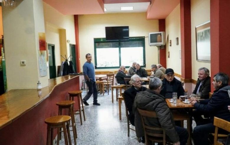 Χαρμάνιασαν στη Λάρισα και κάνουν λέσχη για καπνιστές