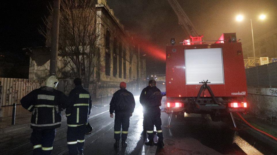 Τραγωδία στον Πειραιά: Προσπάθησαν να ζεσταθούν ανάβοντας φωτιά και κάηκε το τρίχρονο κοριτσάκι τους