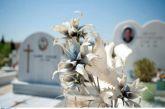 Μεσσηνία: Οργή για τους μαθητές που ξέθαψαν γυναίκα σε νεκροταφείο και την έβαλαν καθιστή απέναντι στην είσοδο
