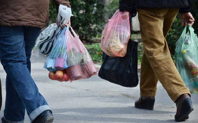 Προς αύξηση η τιμή της πλαστικής σακούλας