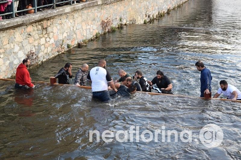 Φλώρινα: Μετά από δύο ώρες βρέθηκε ο Σταυρός στον ποταμό Σακουλέβα
