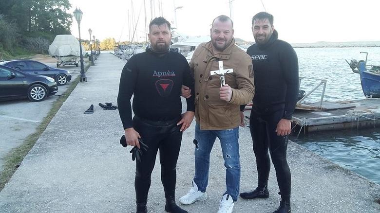 Βρέθηκε έπειτα από έξι ώρες ο Σταυρός στη Βόνιτσα