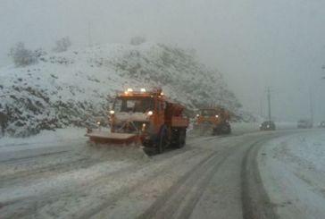 Χιονίζει από το πρωί στο Καρπενήσι
