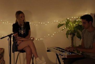 Η Αγρινιώτισσα Άννα Πανταζοπούλου τραγουδά το «Καίγομαι και σιγολιώνω» (βίντεο)