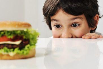 Καταστροφική η κατανάλωση fast food για παιδιά ηλικίας 2-5 ετών, σύμφωνα με νέα έρευνα