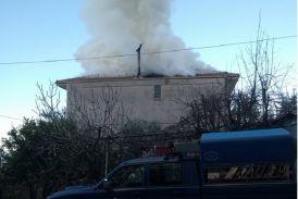 Κινητοποίηση της Πυροσβεστικής για φωτιά σε οικία στα Τριαντέικα Αγρινίου