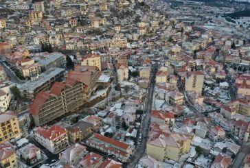 Καρπενήσι: Στα λευκά ντύθηκε η περιοχή (βίντεο)
