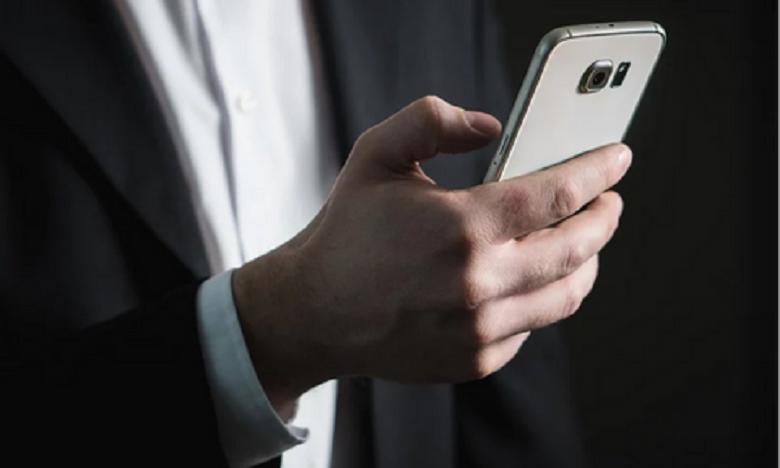 Κορωνοϊός: Μεγάλη προσοχή στο κινητό τηλέφωνο