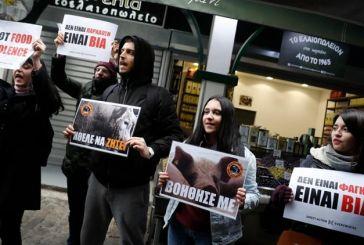 Θεσσαλονίκη: Παρέμβαση vegan ακτιβιστών κατά της Τσικνοπέμπτης – Βίντεο