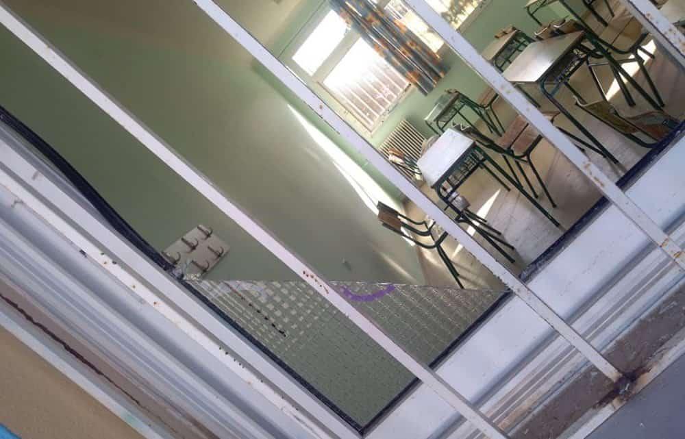 Μετατροπή του προαυλίου σε… «καφέ-μπαρ» και βανδαλισμούς καταγγέλει η διευθύντρια του 4ου Γυμνασίου Αγρινίου (φωτο)