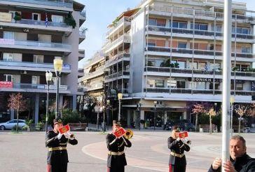 Aγρίνιο-25η Μαρτίου: έπαρση της Σημαίας στην έρημη πλατεία (βίντεο)