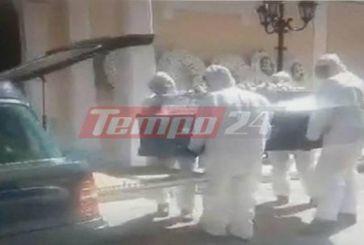 Αμαλιάδα: Με μάσκες και ειδικές στολές η κηδεία του 67χρονου (φωτο-βίντεο)