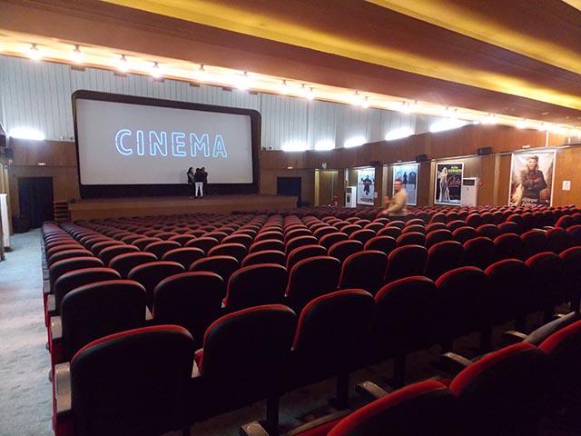Κορωνοϊός: Κλείνουν κινηματογράφοι, θέατρα, γυμναστήρια, κέντρα διασκέδασης