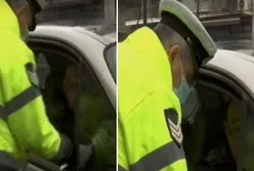 Απαγόρευση κυκλοφορίας: Παράπονα πολιτών -Οι αστυνομικοί στον έλεγχο πιάνουν τα έγγραφα  και μπορεί να μεταφέρουν τον ιό