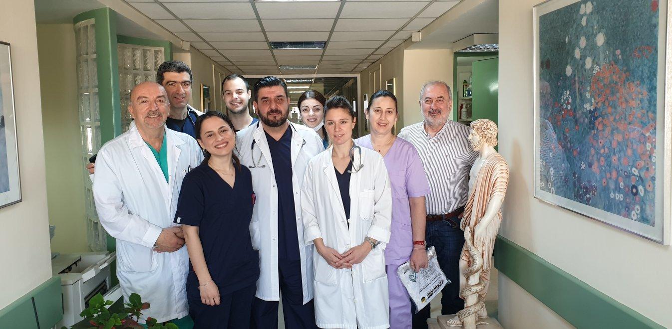 Κορωνοϊός: Οι ήρωες του ΑΧΕΠΑ που μάχονται με τον φονικό ιό