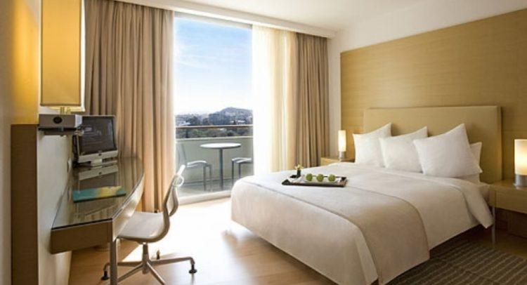 Κορωνοϊός: Κλείνουν τα ξενοδοχεία μέχρι τέλη Απριλίου