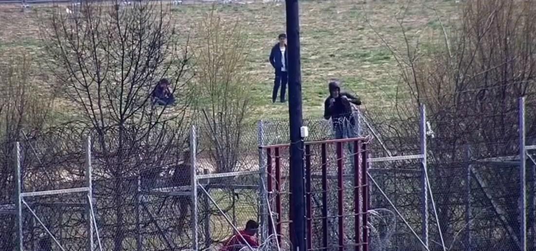 Έβρος: Άγρια επεισόδια με χημικά στις Καστανιές-Απροσπέλαστα τα σύνορα (Βίντεο)