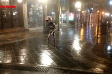 Ψάχνονται οι εξωγήινοι στο κέντρο του Αγρινίου: που πήγε ο κόσμος; (βίντεο)
