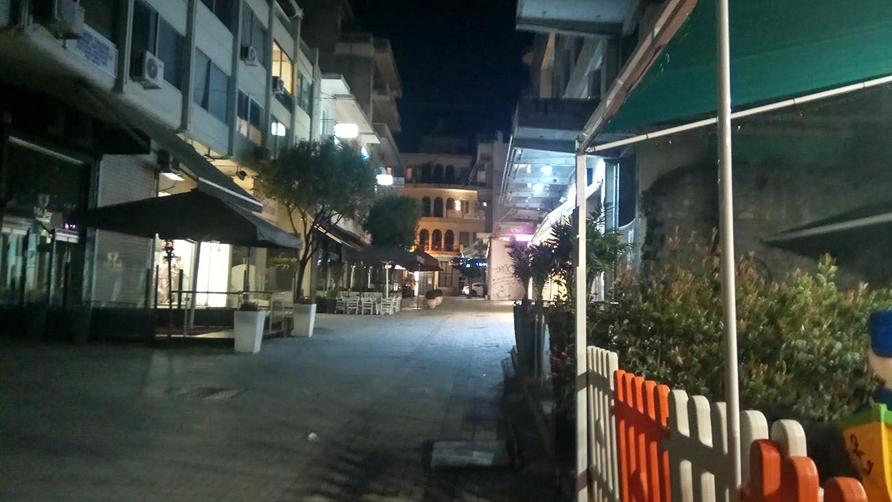 """Βράδυ Σαββάτου στο Αγρίνιο: άδεια η πόλη αλλά ξέρουμε """"πού πήγαν όλοι"""" (φωτό)"""
