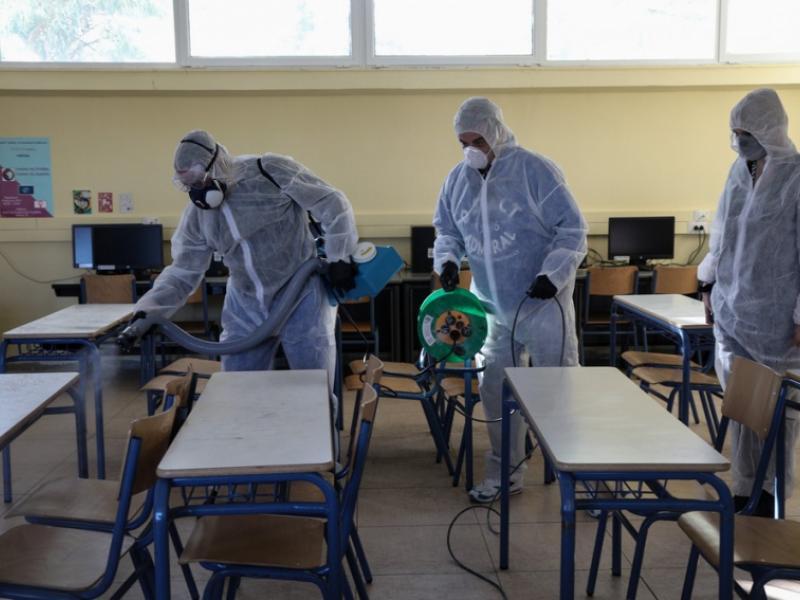 Κορωνοϊός-Σχολεία: Πώς θα γίνεται η απολύμανση και ο καθαρισμός -Τι ισχύει για αίθουσες, θρανία, προαύλιο, τουαλέτες