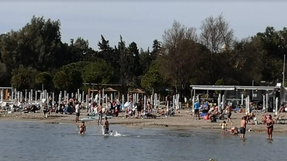 Κρίσιμο τεστ το Σαββατοκύριακο: Με το… μέτρο ανοίγουν παραλίες-εκκλησίες