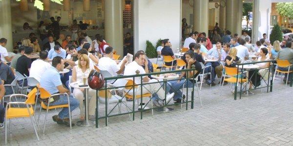 Δήμαρχος Λάρισας για κοροναϊό: Φύγετε από τις καφετέριες, θα γίνουμε Ιταλία