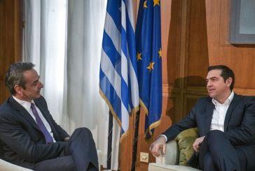 Κορωνοϊός: Ο Μητσοτάκης συναντά τους πολιτικούς αρχηγούς – Αύριο βλέπει Τσίπρα