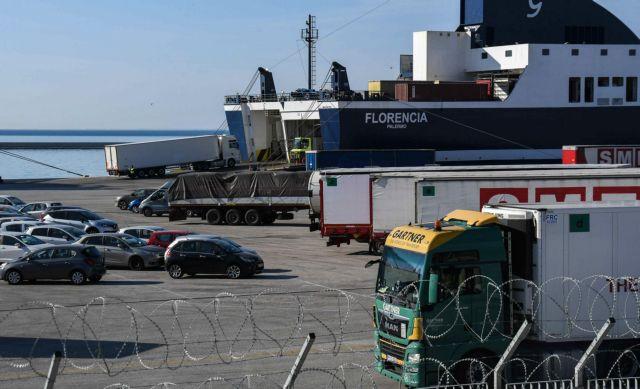 Φτάνει το βράδυ στην Πάτρα το πλοίο με Έλληνες από την Ιταλία – Αρνούνται να τους παραλάβουν τα ταξί