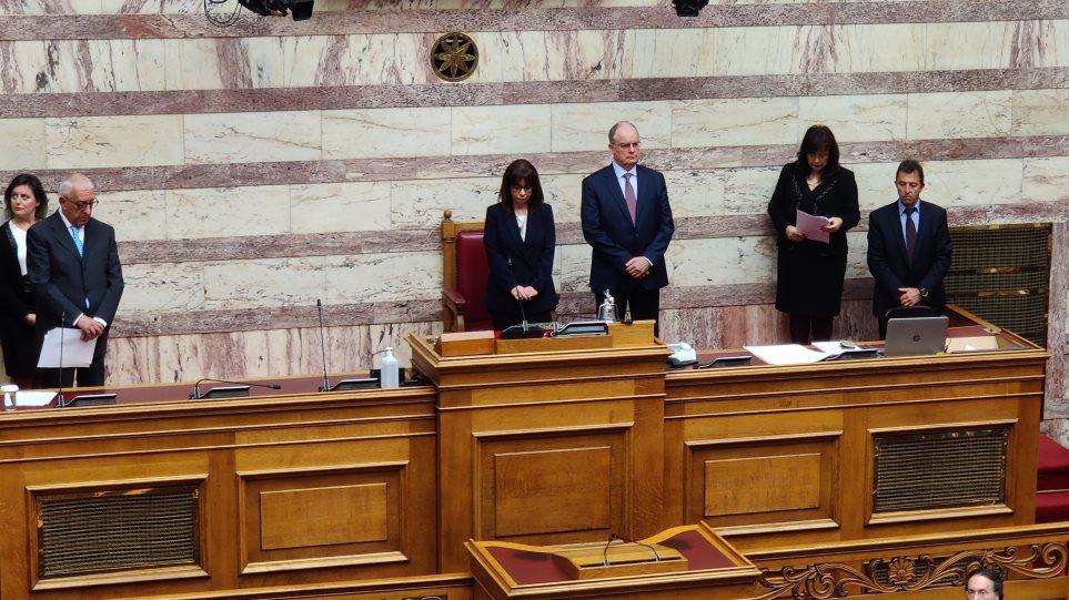 Αικατερίνη Σακελλαροπούλου: Ορκίστηκε η νέα Πρόεδρος της Δημοκρατίας – Χωρίς χειραψίες λόγω κορωνοϊού