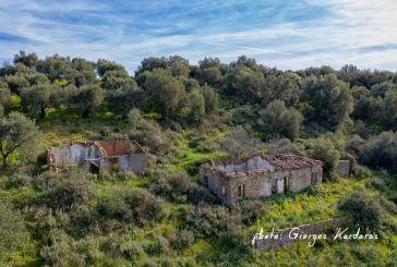 Μνήμες του χθες: φωτογραφικό οδοιπορικό στο παλαιό χωριό της Στράτου (Σουροβίγλι)