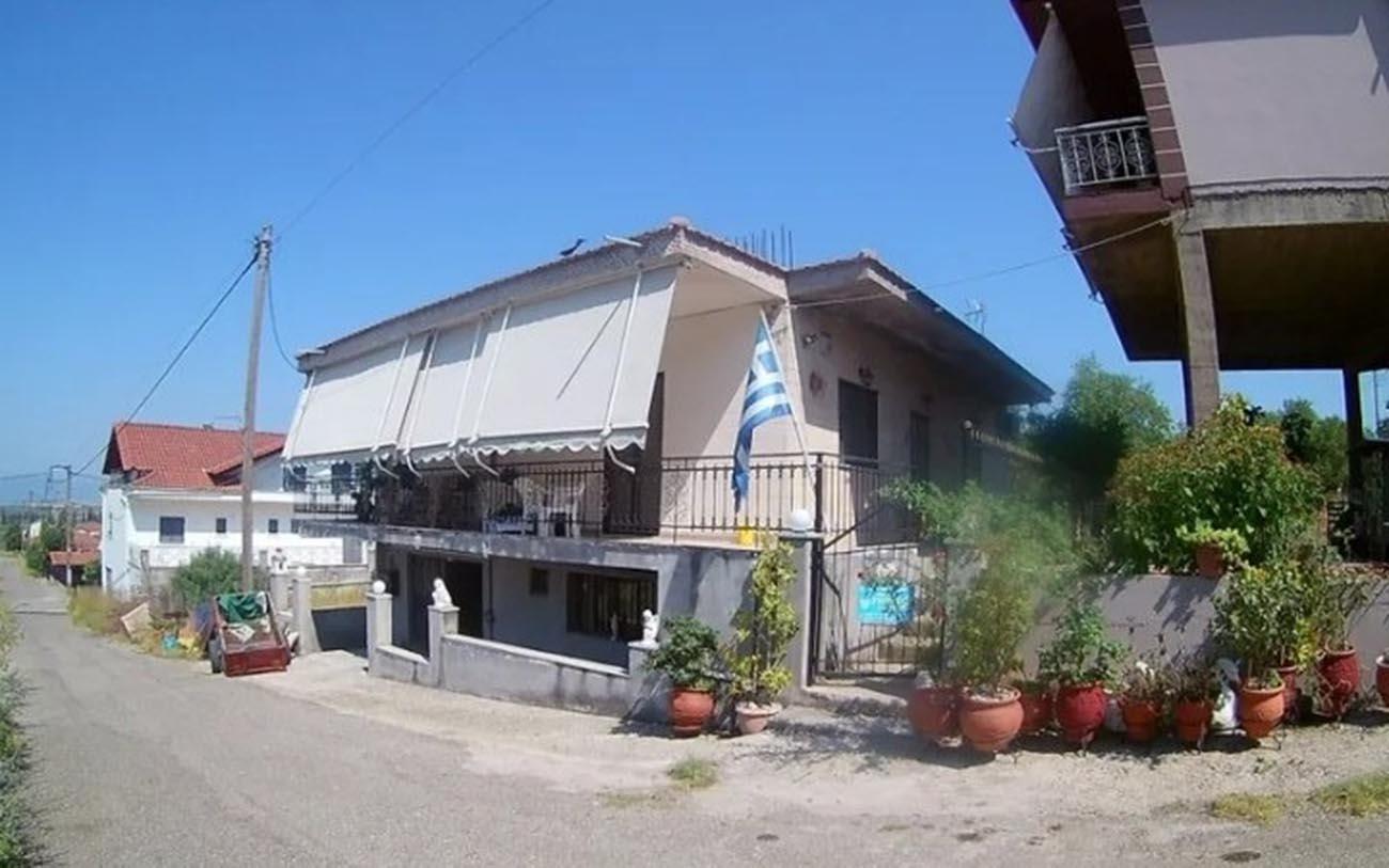 Πωλείται μονοκατοικία στα Τριαντέικα Αγρινίου με δικαίωμα υψούν δυο ορόφων