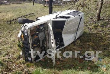 Ευρυτανία: IX εξετράπη της πορείας του και έφερε τούμπες – Τραυματίστηκε ο ηλικιωμένος οδηγός