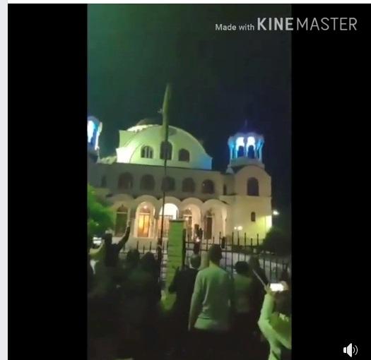 """Πλήθος κόσμου για το """"Χριστός Ανέστη"""" έξω από τον Ι.Ν.Αγίου Δημητρίου Αγρινίου (βίντεο)"""