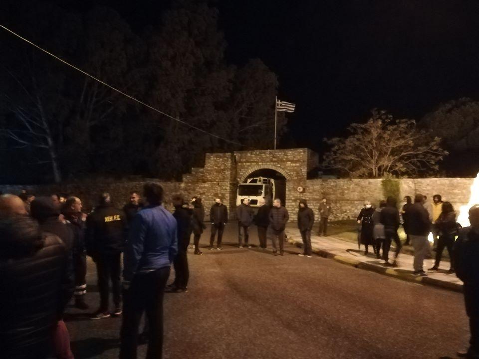 Μεσολόγγι: Δικογραφία για τη διαμαρτυρία στην Πύλη και την…. παράταξη των οχημάτων του δήμου