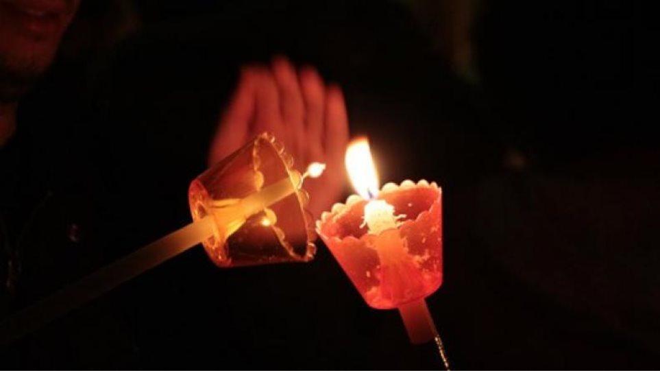Κορωνοϊός: Διανομή κατ' οίκον το Άγιο Φως σε Σέρρες, Δίστομο και Αράχωβα