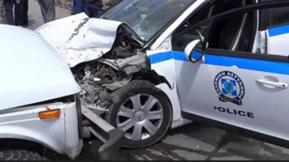 Οδηγός ΙΧ τράκαρε το σταθμευμένο περιπολικό της Ασφάλειας Αιτωλικού