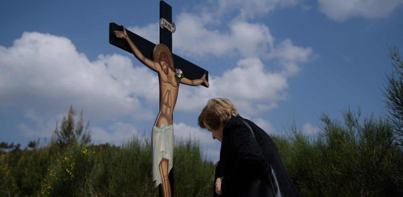 Στην Ελλάδα πρώτη φορά χωρίς Ανάσταση, ταβέρνα, ποδόσφαιρο και θεάματα!
