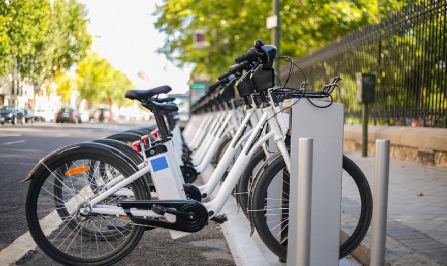 Που θα σταθμεύουν στο Αγρίνιο τα κοινόχρηστα ηλεκτρικά ποδήλατα