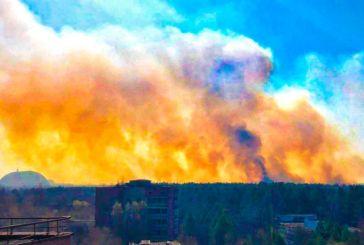 Κίνδυνος διαρροής ραδιενέργειας από τη φωτιά στο Τσερνόμπιλ