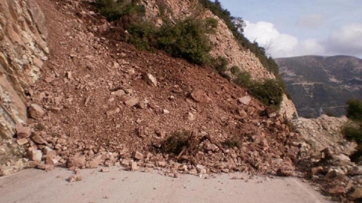 Έκλεισε ο δρόμος Παλαιοχωρίου-Νεοχωρίου στα Άγραφα λόγω κατολίσθησης