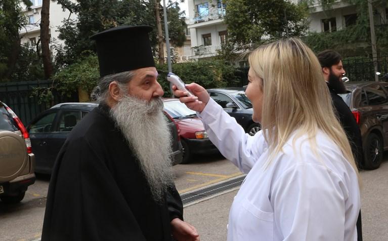 Απίστευτη ανακοίνωση από τη Μητρόπολη Πειραιά: Ο Θεός έστειλε την επιδημία…για να μετανοήσουμε