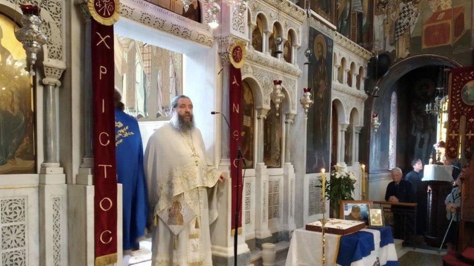 Κορωνοϊός – Κουκάκι: «Το κλείσιμο των εκκλησιών ισοδυναμεί με το κλείσιμο των νοσοκομείων», λέει o καταζητούμενος ιερέας